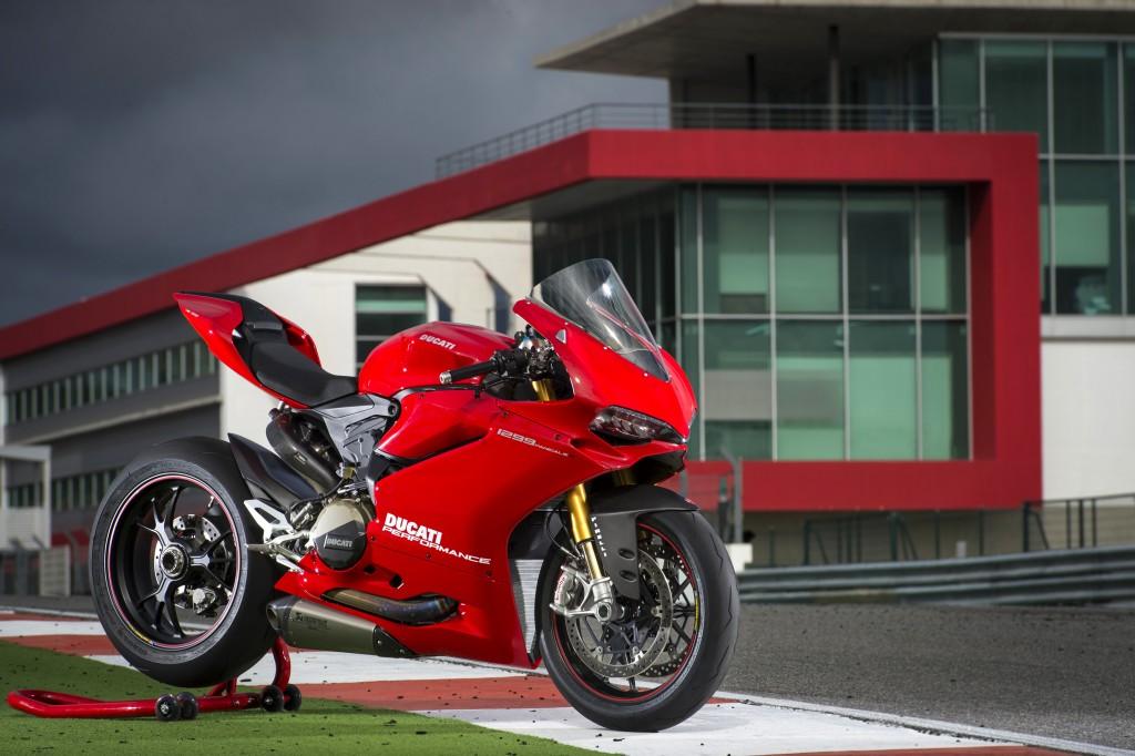 Ducati Performance exhaust systems by Akrapovič